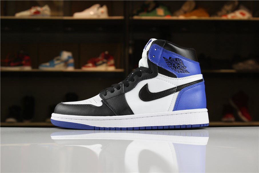 Mens Air Jordan 1 Retro High OG Summit White/Black-Blue Moon Basketball Shoes